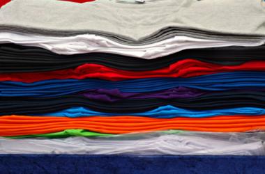 T-Shirts in den verschiedensten Farben und Größen
